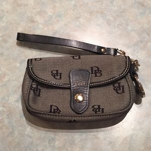 Dooney & Bourke black and grey wristlet.
